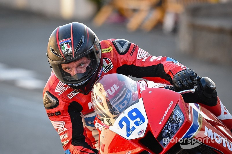 Гай Мартин снялся с главной гонки Isle of Man TT