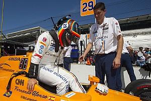 IndyCar Son dakika Alonso, trafikte geçen her turda öğreniyor