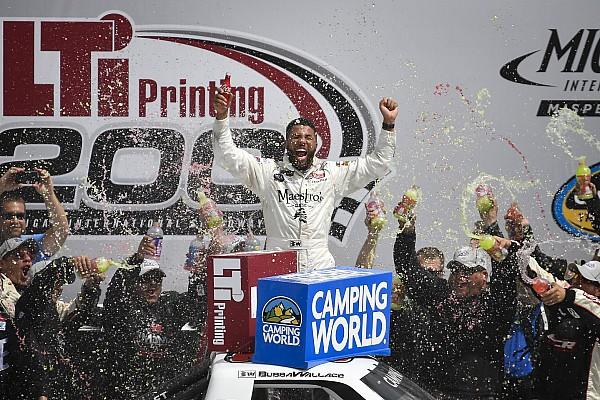 NASCAR Truck Últimas notícias Reestreando na Truck, Wallace vence prova emocionante