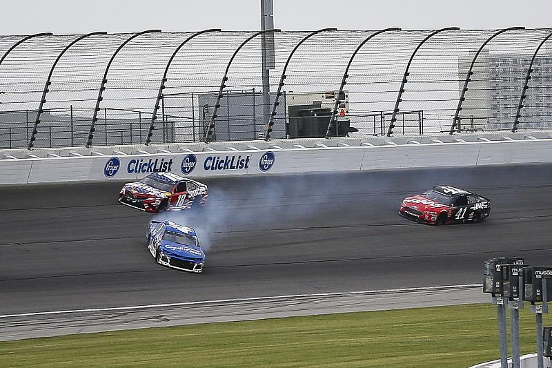 NASCAR Cup Series: Sengit, Kyle Busch kalahkan Larson