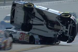 NASCAR Sprint Cup Crónica de entrenamientos VIDEO: McMurray vuela en la práctica final en Talladega