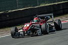 زاندفورت فورمولا 3: سترول يهيمن على مجريات السباق الأول