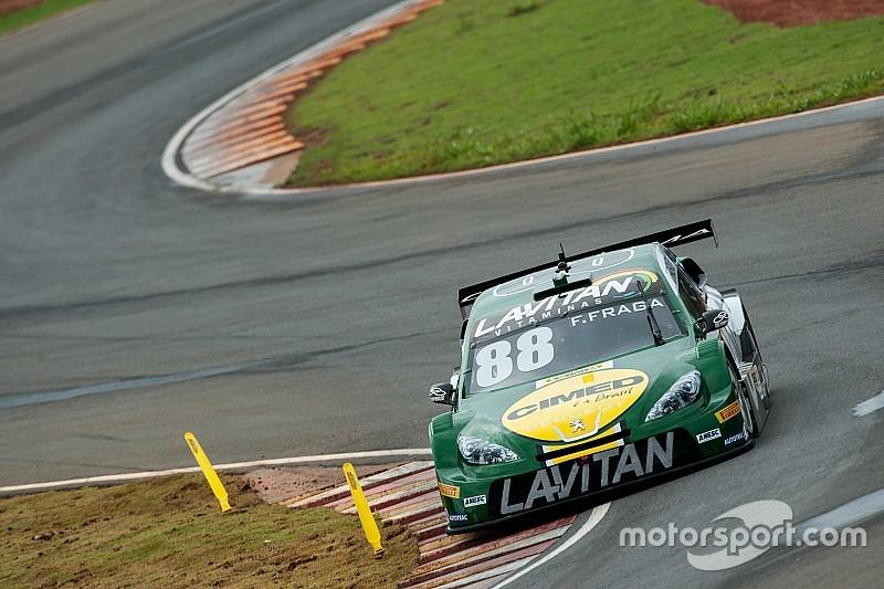 Fraga supera Barrichello e conquista pole em Curvelo