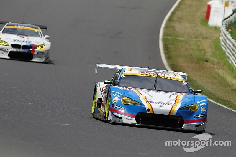 【スーパーGT】鈴鹿途中経過:GT300トップ18号車にまさかのトラブル