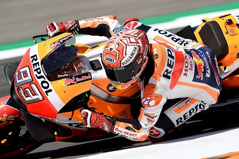 Márquez se lleva una pole de vértigo en Assen; Rossi en primera fila