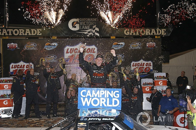 Sauter survives carnage and wins wild Truck race at Phoenix