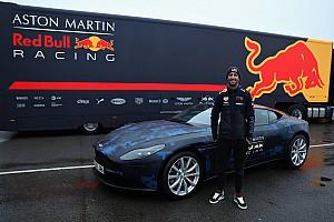 Stop/Go Livefeed Kövesd Ricciardót, amint felavatja az RB14-et!