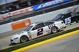 Monster Energy NASCAR Cup Yarış raporu Keselowski, Martinsvelle'de Kyle Busch ile olan mücadelesinden galip ayrıldı