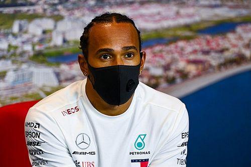 """Hamilton lamenta sequência de problemas em Sochi: """"Não foi o melhor dia"""""""