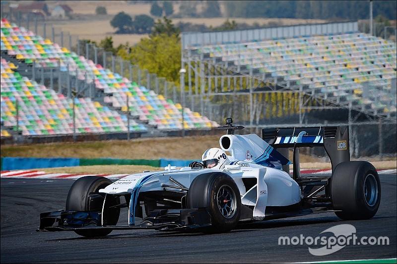 Két mobil-gamer igazi sportautókat tesztelhetett, köztük egy F1-es Williamst!