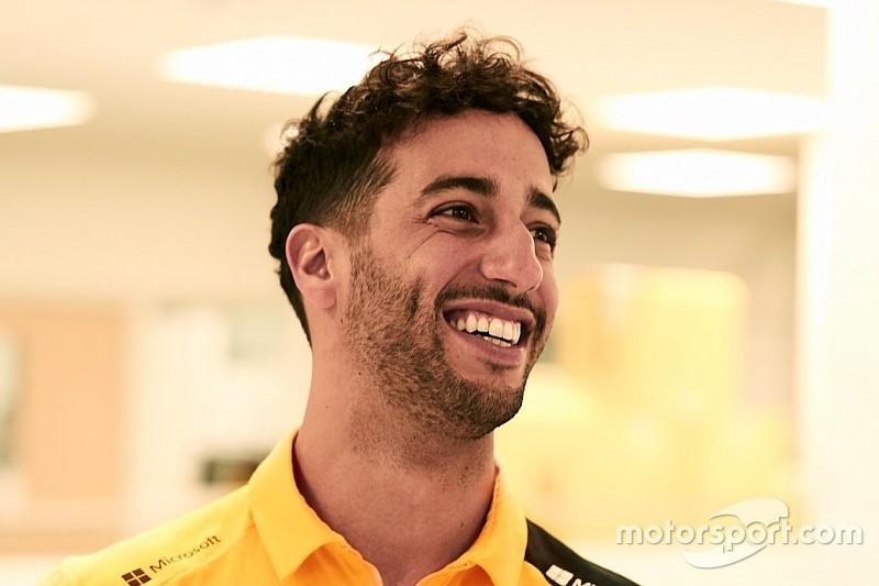 Ricciardo, Renault'nun yarış tulumunu ilk kez giydi
