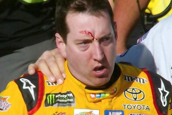 Vídeo: NASCAR investigará la pelea de Logano y Kyle Busch