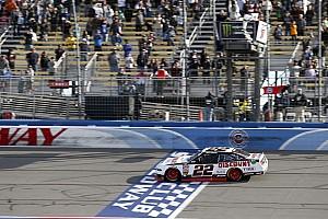 NASCAR XFINITY Crónica de Carrera Joey Logano domina y gana la fecha de Xfinity en Fontana