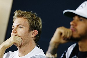 Hamilton, Rosberg'le arasının düzelmesini umursamıyor