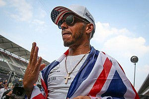 Hamilton deja plantado a patrocinador de Mercedes