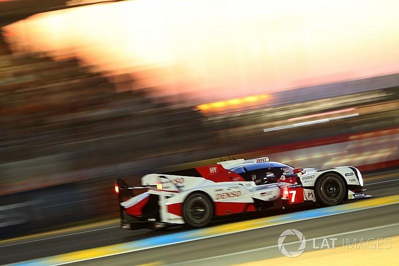 «24 часа Ле-Мана». 5-й час: Toyota далеко впереди, одна Porsche сломалась