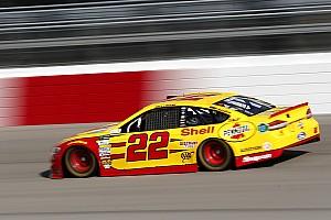 NASCAR Cup Relato da corrida Logano sai do fundo, aparece no fim e vence em Richmond