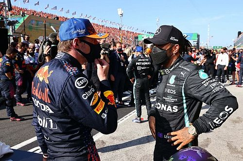 DIRETO DO PADDOCK: Troca de farpas entre Verstappen e Hamilton aumenta e Sainz fala de Barrichello