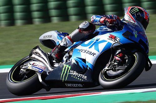 Warm-up - Les pilotes Suzuki entourent Quartararo et Bagnaia