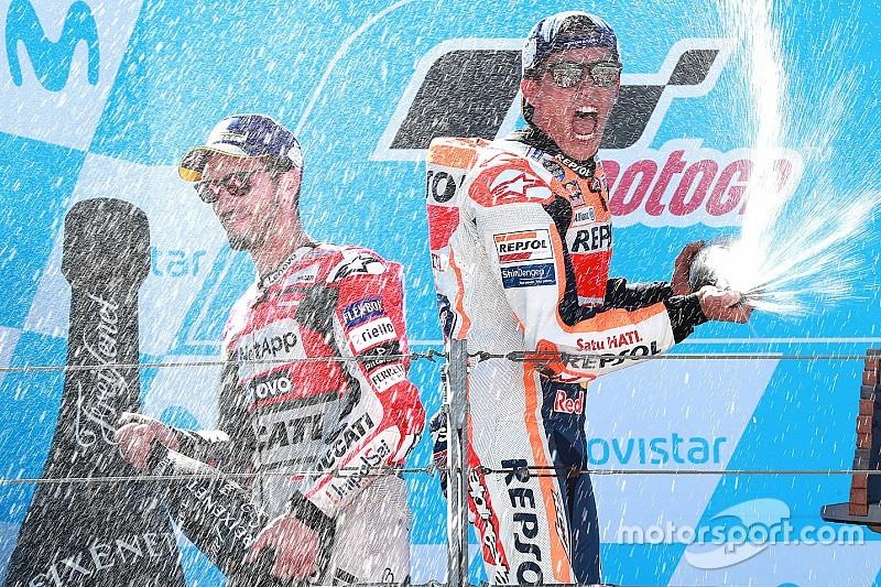Márquez vence a Dovizioso en Aragón y avanza hacia el título