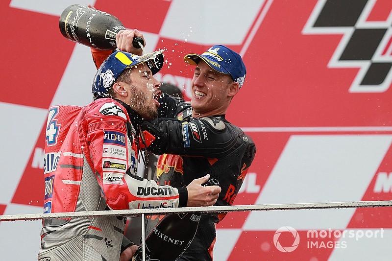 Гран Прі Валенсії: Довіціозо виграв дощову «гонку аварій», Пол Еспаргаро здобув подіум для KTM