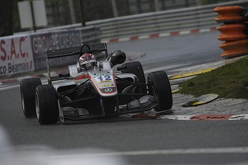 """Russell fait un parallèle avec sa saison """"risible"""" de F3 Europe"""