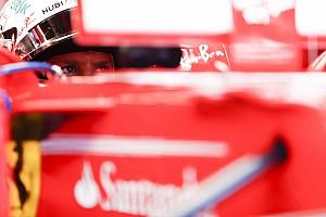 Stop/Go Livefeed Retro poszter kapott helyet Vettel monacói sisakján