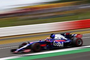 Формула 1 Интервью «Он просто подставился и предложил мне врезаться». Квят о Сайнсе