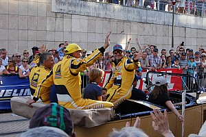 Le Mans Conteúdo especial GALERIA: festa da torcida no desfile dos pilotos em Le Mans