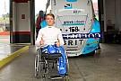 Geral Monger guia carro de corrida pela primeira vez após acidente
