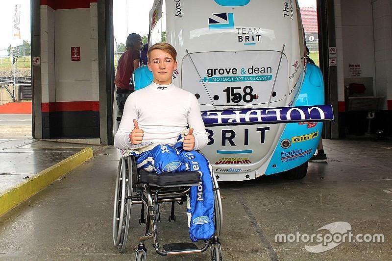 Монгер керував гоночною машиною вперше після аварії