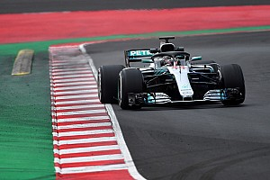 Formel 1 Reaktion Lockere Bestzeit auf Mediums: Hamilton