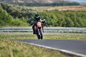Галерея: перша перемога п'ятирічного Тимура Кулєшова на дитячих мотоперегонах