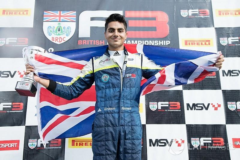 """إنعام أحمد يختبر سيارة الفورمولا 3 الأوروبيّة مع فريق """"كارلين"""""""