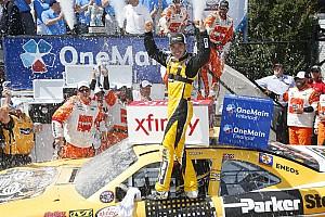 NASCAR XFINITY Reporte de la carrera Larson se lleva en Dover; Daniel Suárez logra el tercer lugar