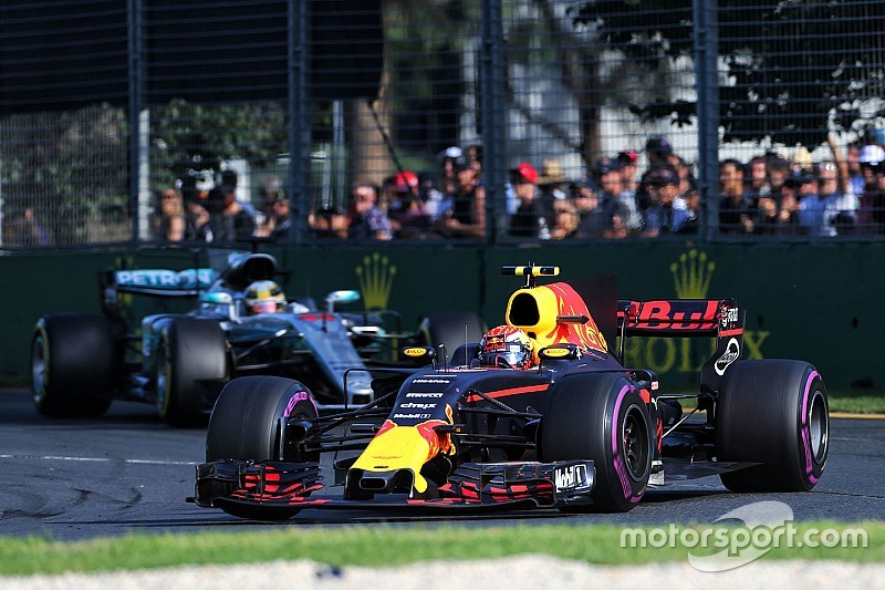 """Verstappen """"soulagé"""" par l'écart avec Mercedes et Ferrari"""