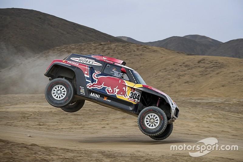 Dakar, Peterhansel rimonta nonostante un colpo di frusta:
