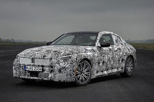 Nuova BMW Serie 2 Coupé, prime foto ufficiali della RWD da 379 CV