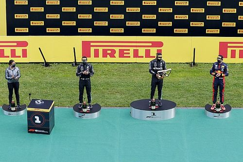 """Még kamerát is tettek a kis """"droidra"""" az F1-es díjátadón"""