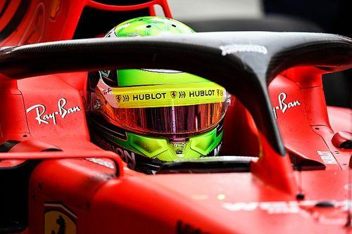 معرض صور: ميك شوماخر يقود سيارة فيراري في البحرين
