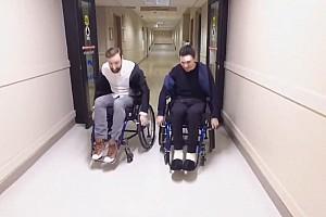 Уикенс устроил c Хинчклиффом гонку на инвалидных колясках по больнице