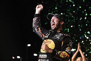 Martin Truex Jr. fends off Kyle Busch to win 2017 NASCAR Cup title