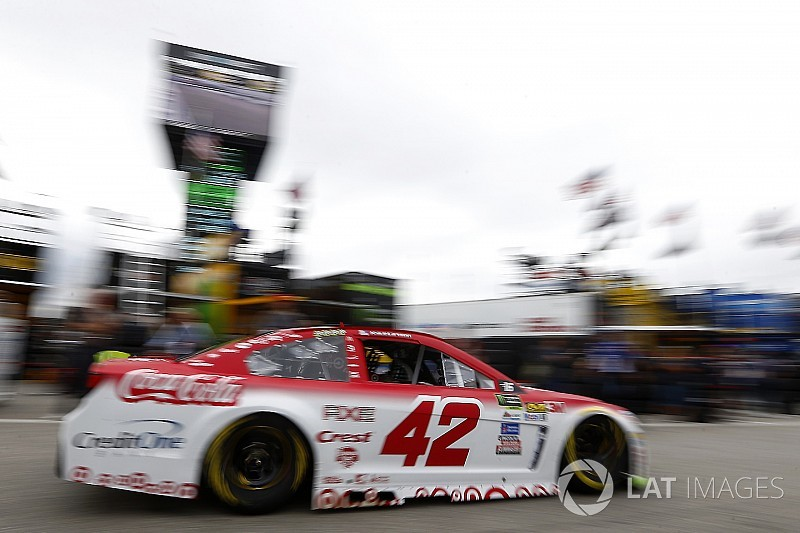 Larson tops second practice at NHMS over Blaney and Truex