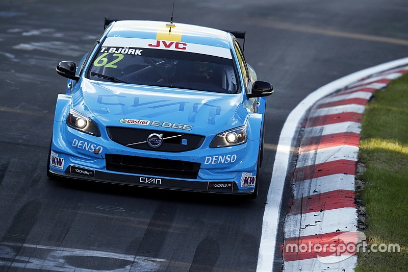 WTCC Nurburgring: Bjork menang di Race 1, Monteiro alami kebocoran ban
