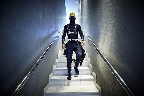 F1: Brundle insinua que Hamilton pode estar chateado com a Mercedes; entenda
