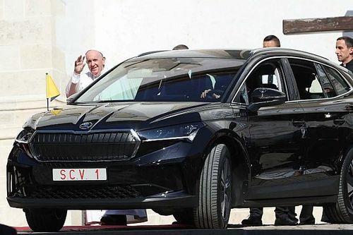 Elektromos SUV-ot kapott a pápa szlovákiai látogatása során