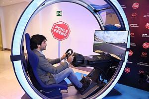 Vídeo: Carlos Sainz protagoniza la nueva campaña de PlayStation y Ponle Freno