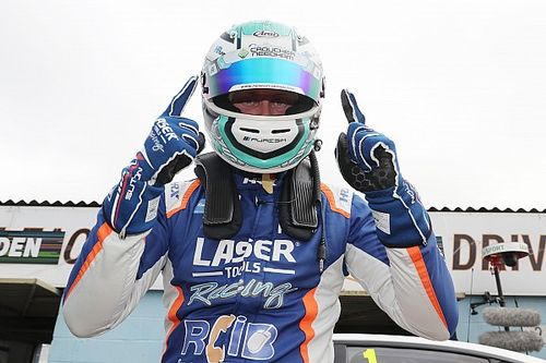 Thruxton BTCC: Sutton grabs pole position in qualifying thriller