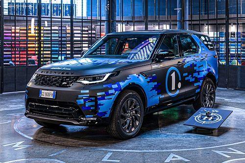 Land Rover Discovery è crew car per video YouTube di Motor1