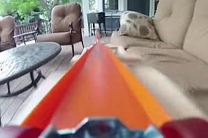 ALLGEMEINES Feature Video: Hot-Wheels-Strecke im Garten